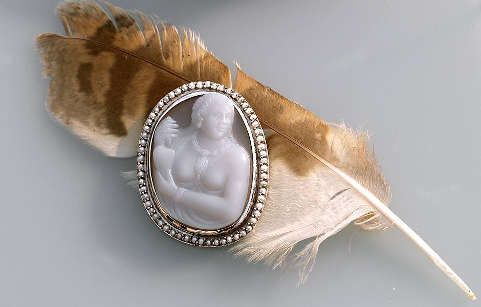 pocahontas-cameo-feather